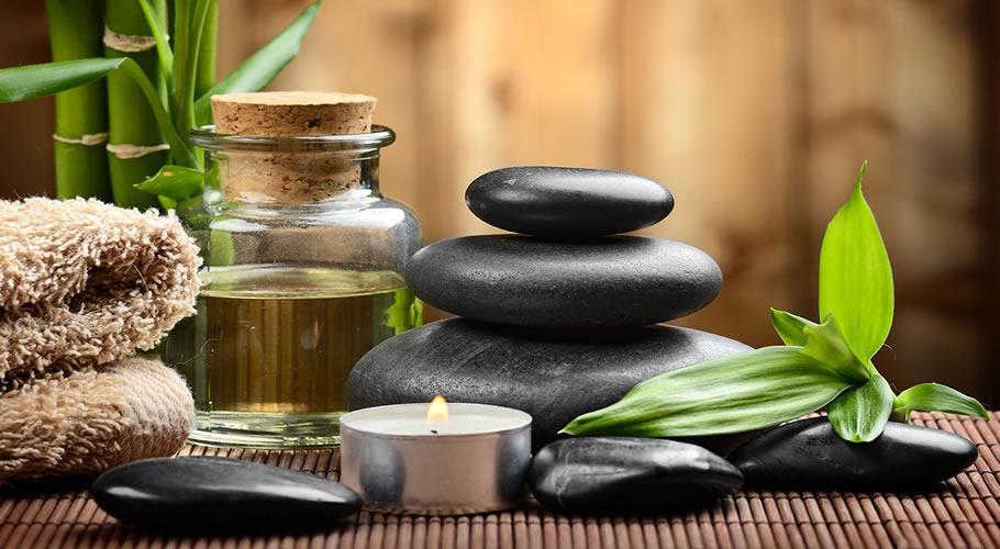 Öle und Assecoirs für eine Partner-Massage