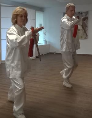 Tai Chi 42 Schwert Form im Sinn-Raum trainieren